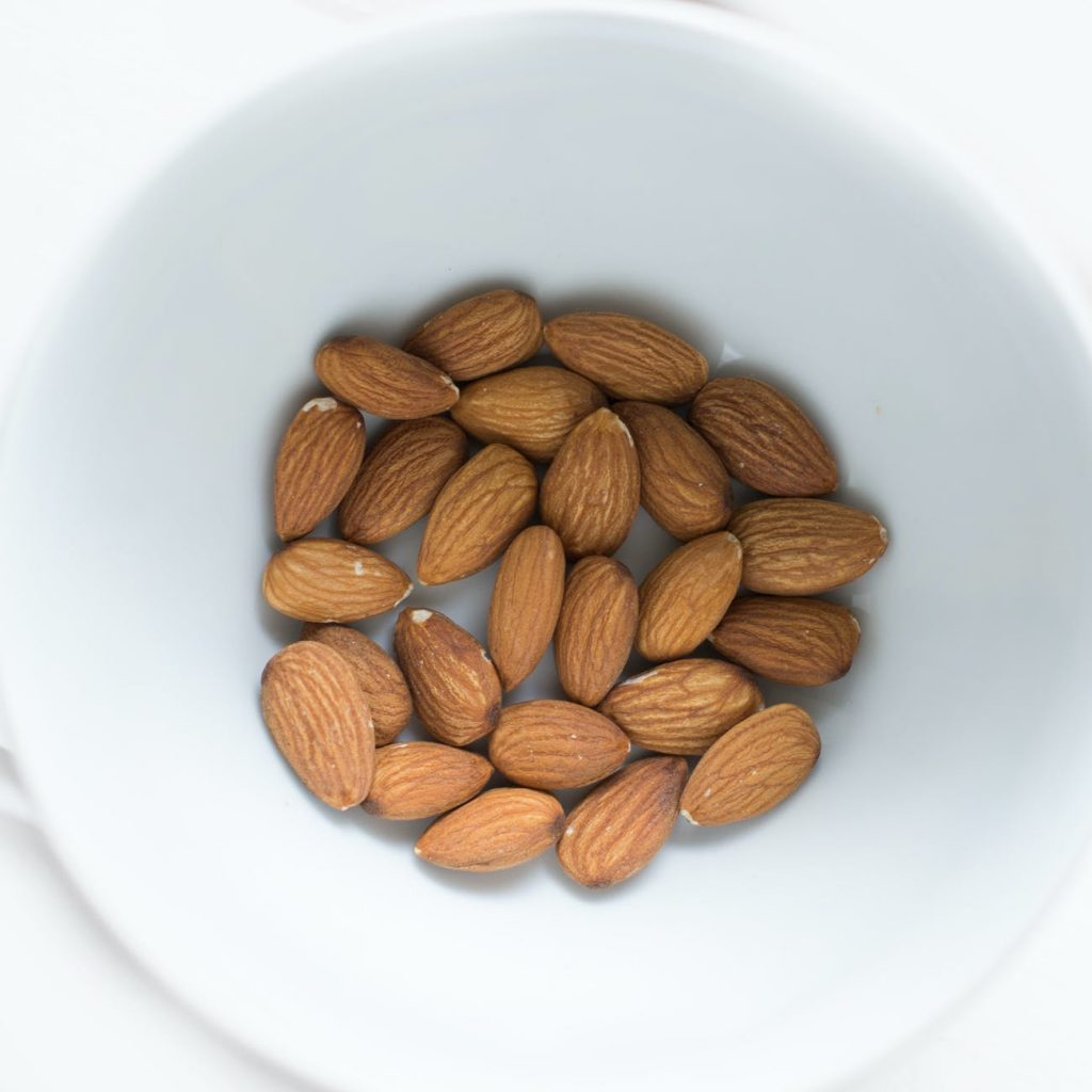 almondsList of healthy snacks for weight loss